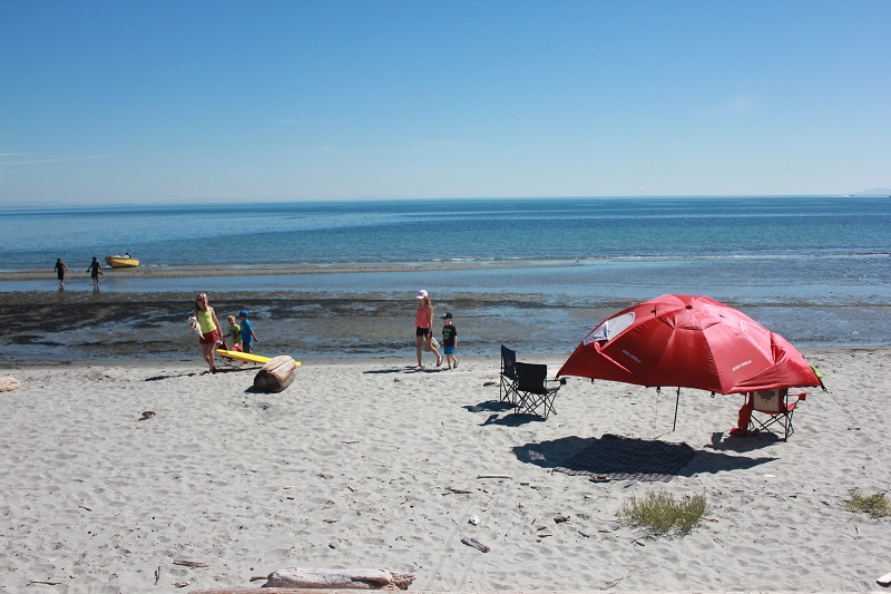 희고 고운 모래사장과 아름다운 풍광으로 휴식을 취하기에 천혜의 조건을 갖춘 위어스 비치.